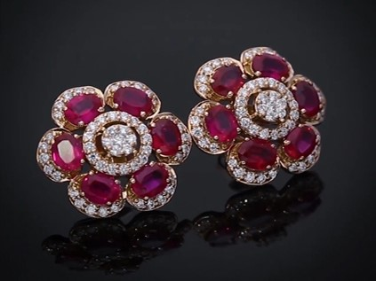 Exquisite and vibrant ruby stu...