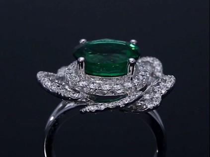 Rich green emerald ring surrou...