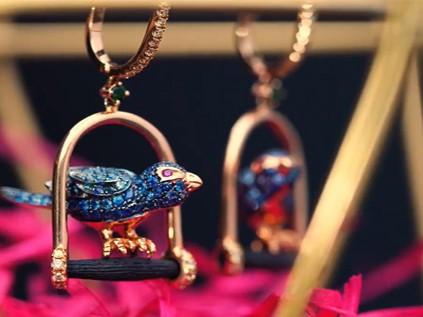 Precious sapphire dangler