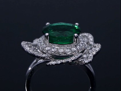 Rich green emerald ring surrou...